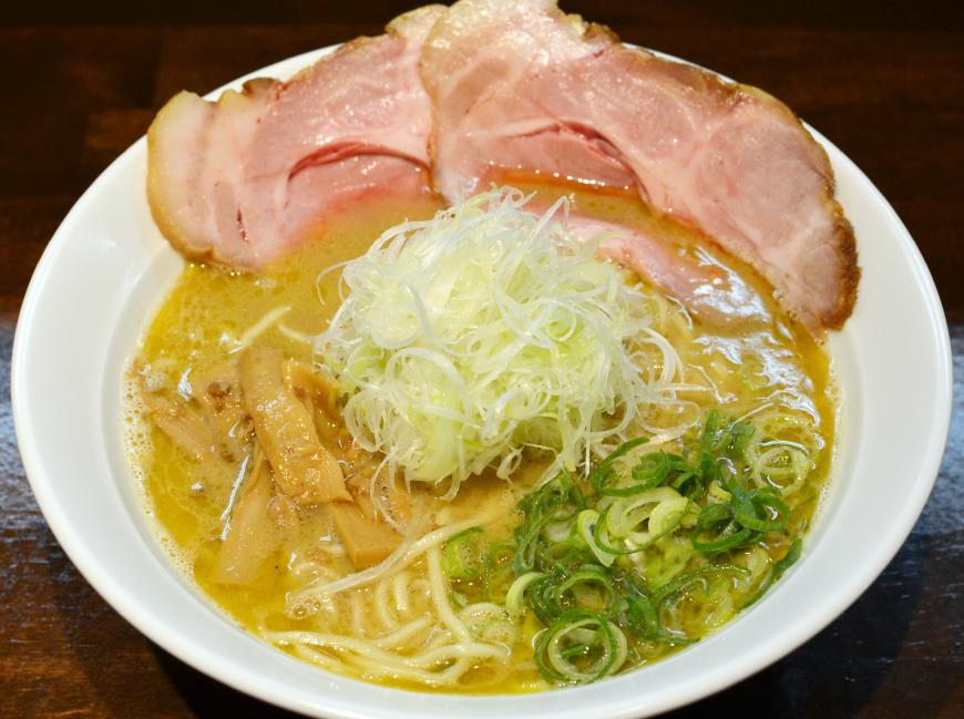 鶏がらラーメン…700円(大盛も同料金)